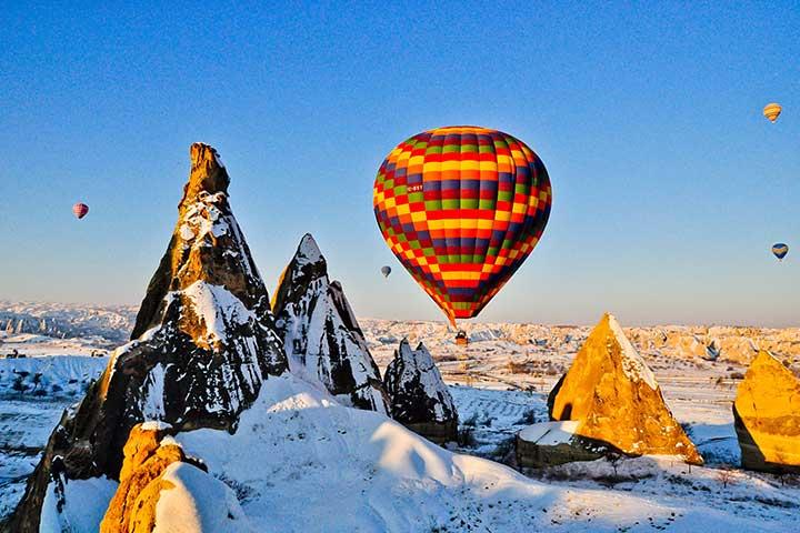 balloon-cappadocia-winter