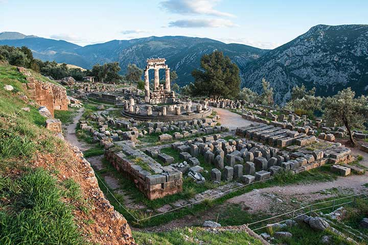 delphi-tholos-apollo-temple-greece