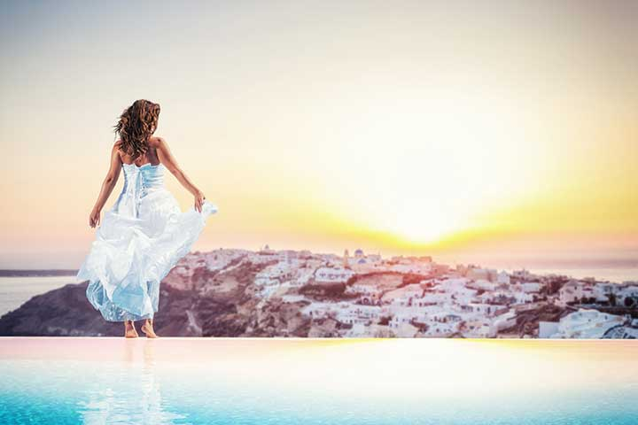 santorini-sunset-bride-pool